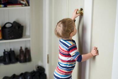 Выписать ребенка из квартиры