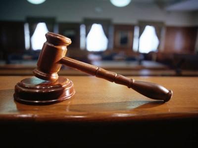 Выписать через суд