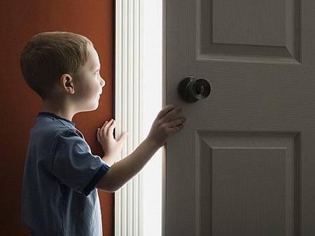 Может ли родитель выписаться из квартиры без ребенка?