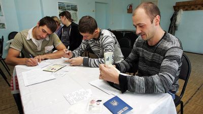 Порядок оформления: забирают ли паспорт?